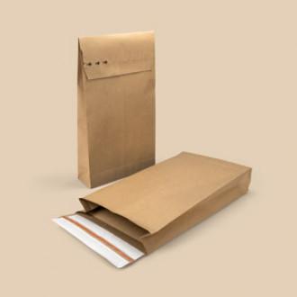 Versandtasche mit Aufreißfaden und zwei Haftklebestreifen